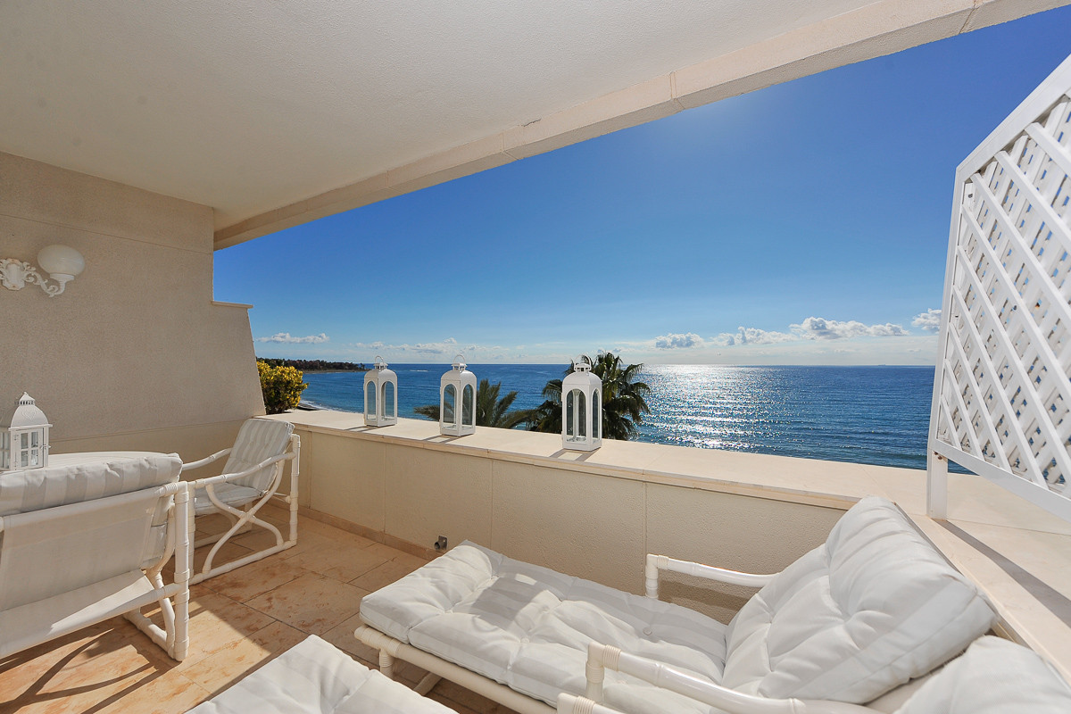 Price reduced from 640.000€ to 595.000€ for a quick sale. This is a fabulous apartment in the New Go, Spain