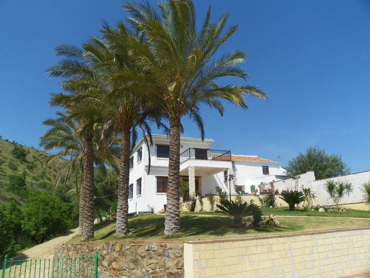 Great finca located  in an elevated position in the countryside  near the town of Estacion de Cartam,Spain
