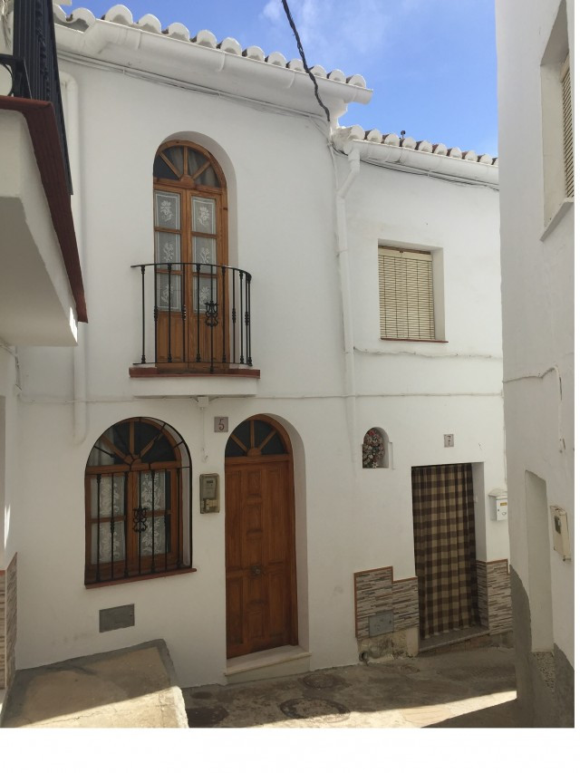 Fantastic townhouse that we found in the center of Casarabonela. Located in a very quiet and private, Spain