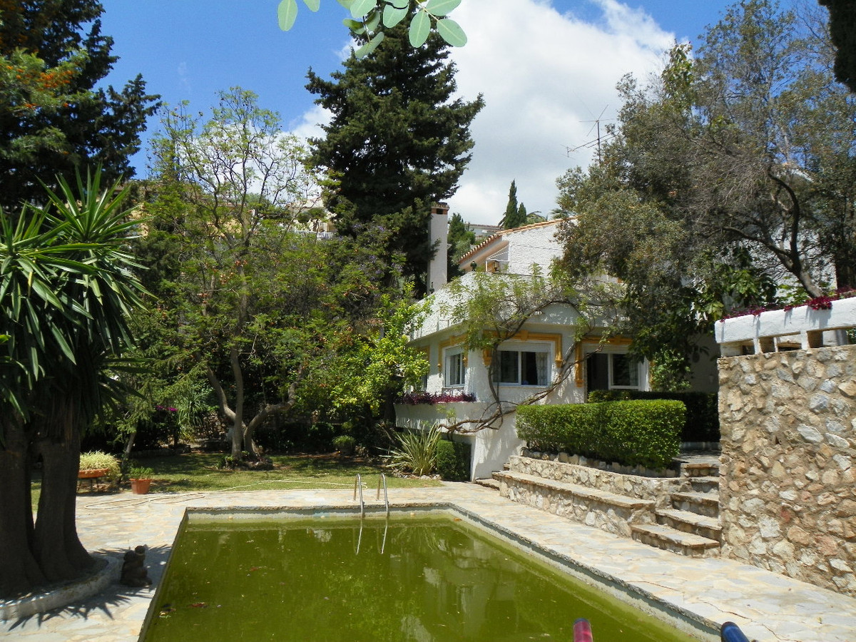 Originally listed at 800,000 € now reduced to 750,000 €  This is a very special property located in , Spain