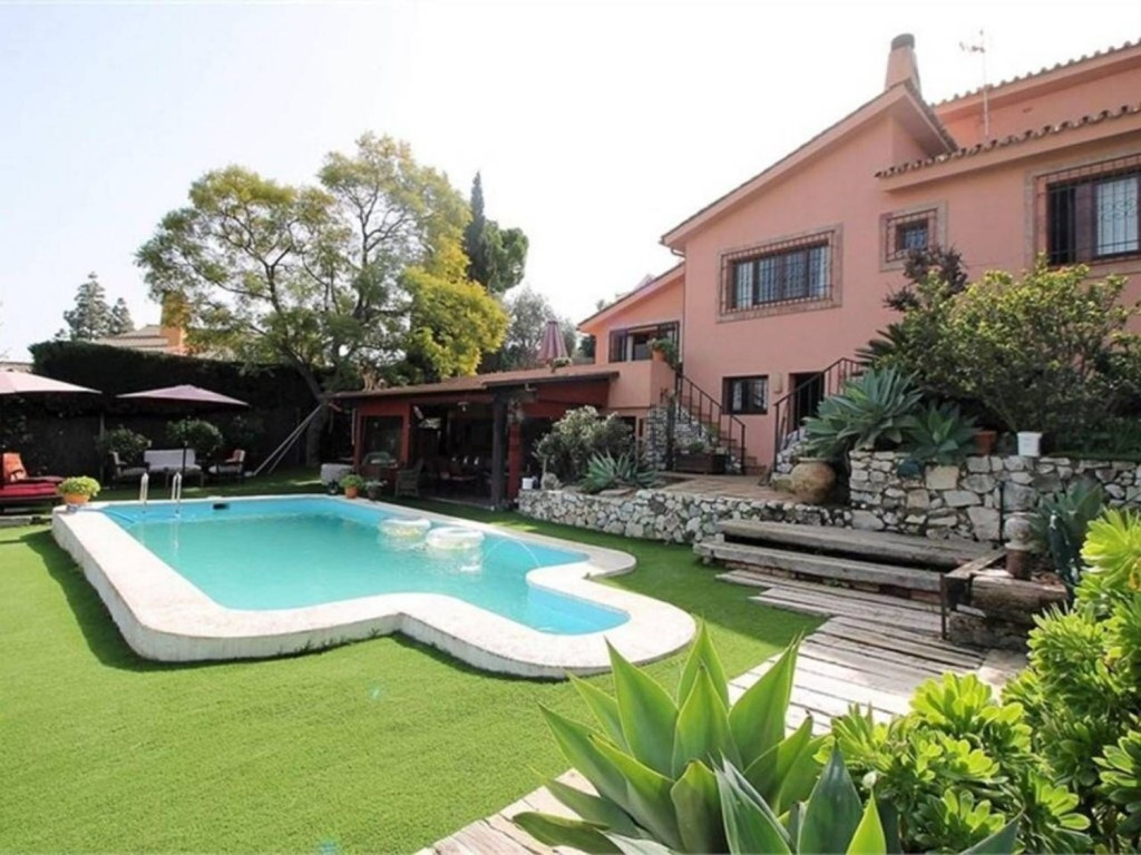 Excellent villa that we find in one of the most sought after urbanizations in Malaga, very close to ,Spain