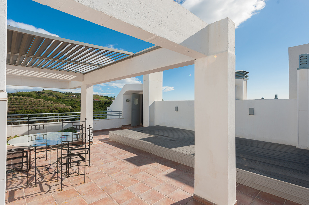 Originally listed for 250.000 €, and recently reduced to 225.000 €, spacious and bright penthouse si, Spain
