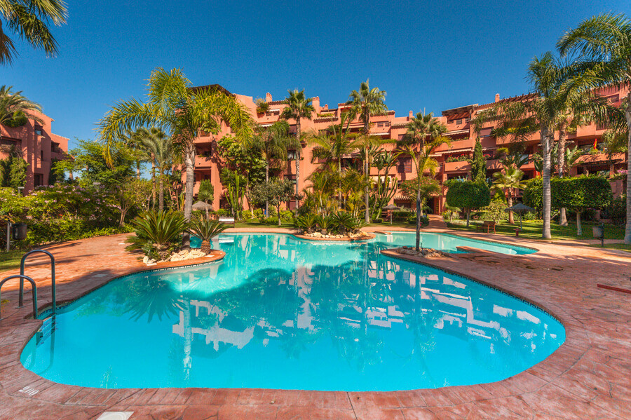 Originally listed for 450.000€ and recently reduced to 419.000€. This beautiful penthouse is located,Spain