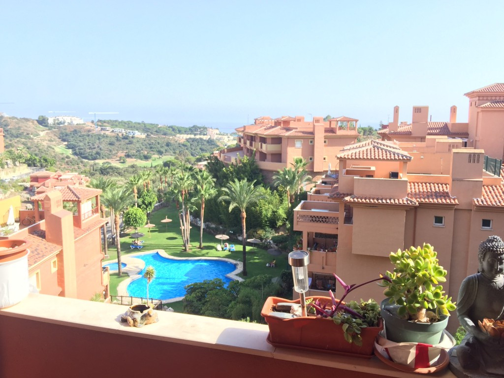 This is a beautiful fully furnished apartment, in the well known area of Las Chapas, just a couple o,Spain