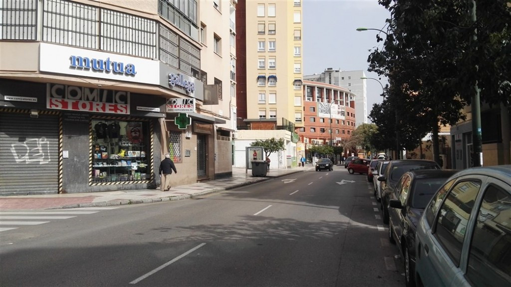 Commercial premise in strategic area, with all kinds of services, next to the Bus Station. Perfect l,Spain
