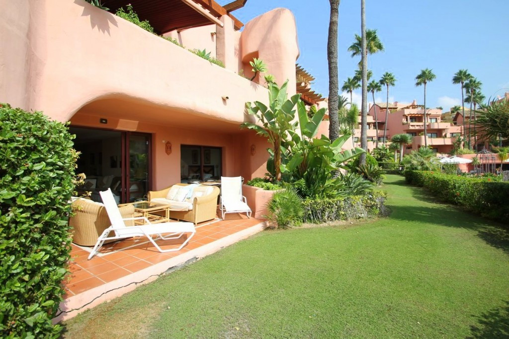 Originally listed for 750.000€ and recently reduced to 650.000 €. Located in Cabo Bermejo is this be,Spain