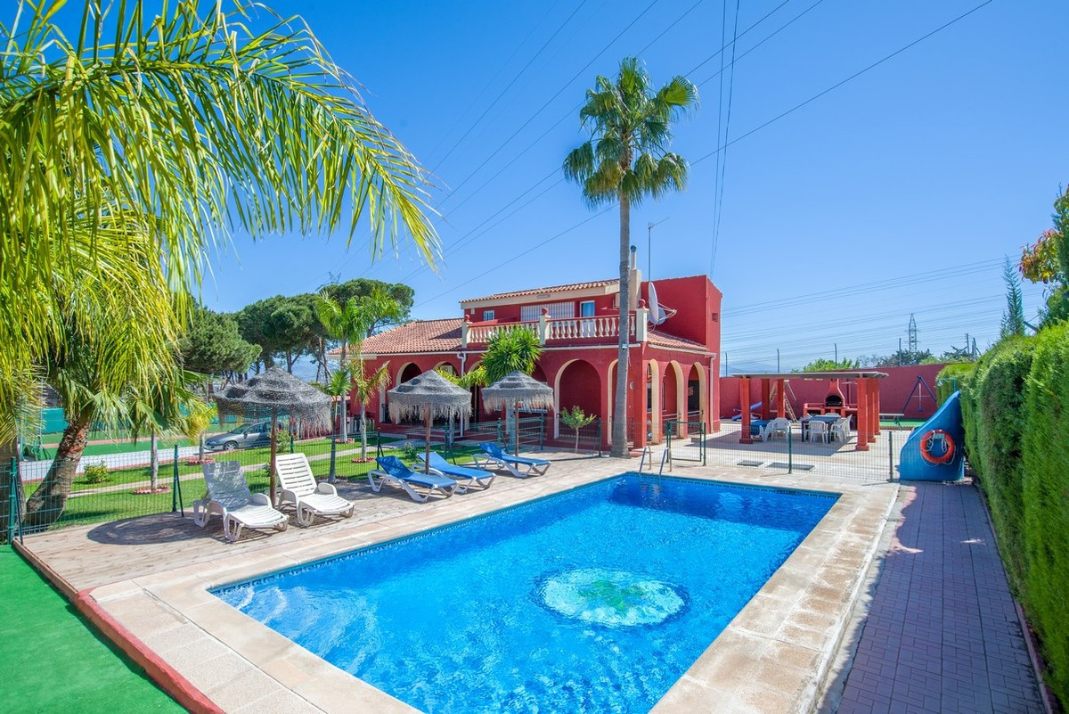 Property reduced from €650,000 to €525,000 for a quick sale.  A spacious villa with good potential a,Spain