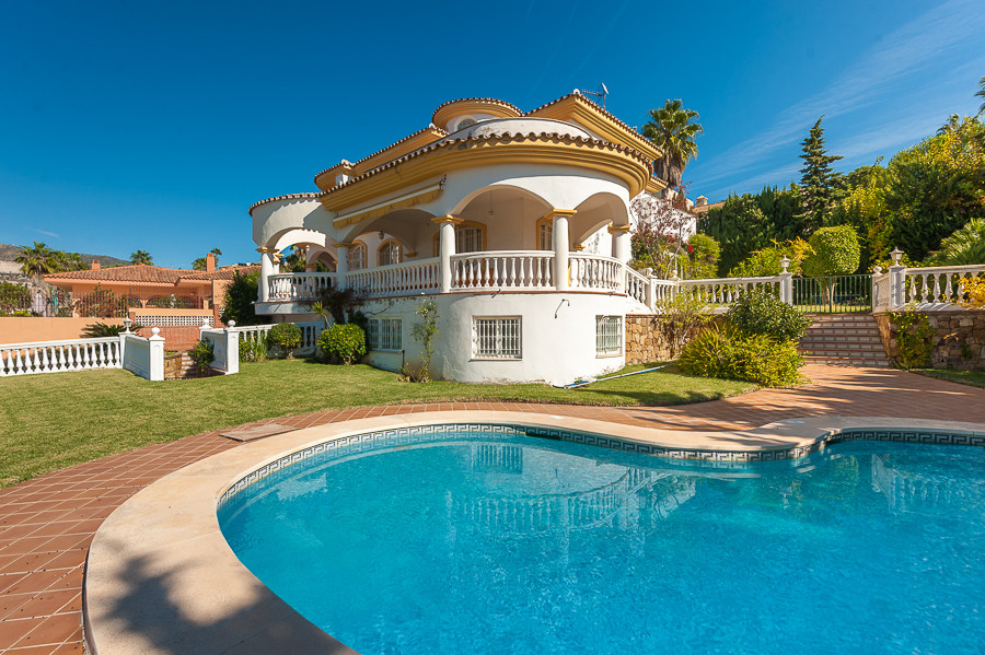 Originally listed for 1,587,500€ and recently reduced to 1,350,000€.  Well presented 4 bedroom villa,Spain