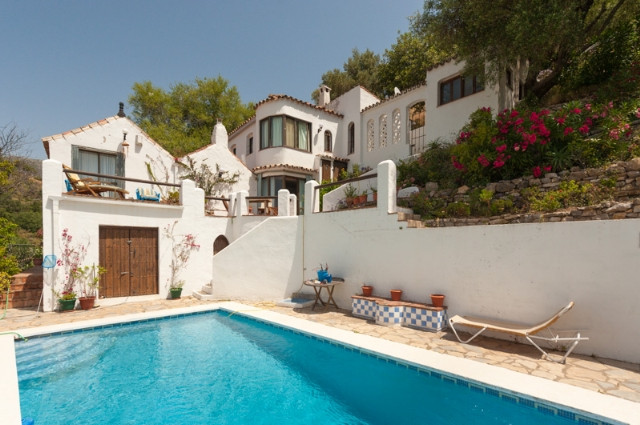 Originally listed for 450,000€ and recently reduced to 350,000€.  Occupying a spectacular position o,Spain