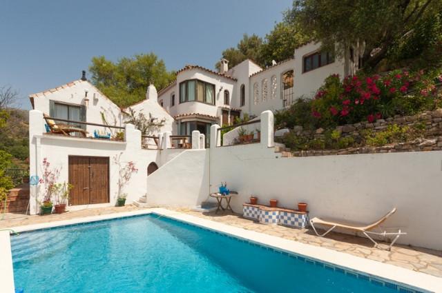 Detached Villa in Casares R2015174