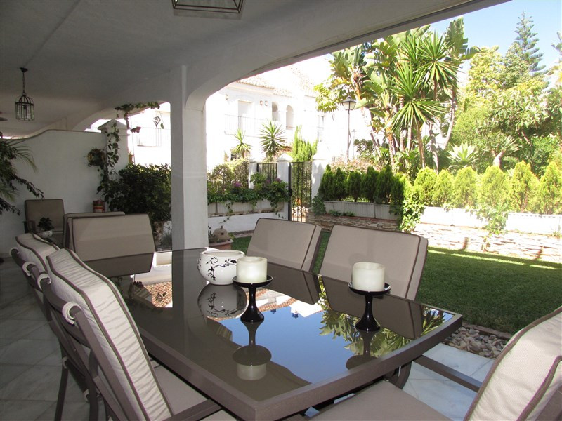 Originally listed for 950.000€ and recently reduced to 890.000€. Magnificent townhouse with luminous,Spain