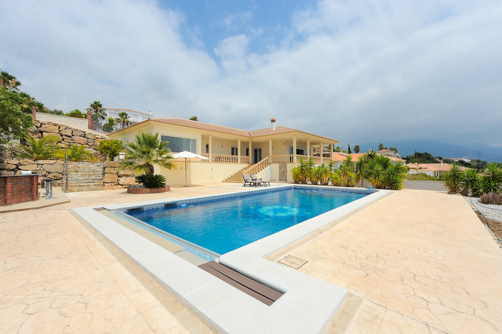 Impressive villa that we find near the town of Periana on the east coast of Malaga. In a small priva, Spain