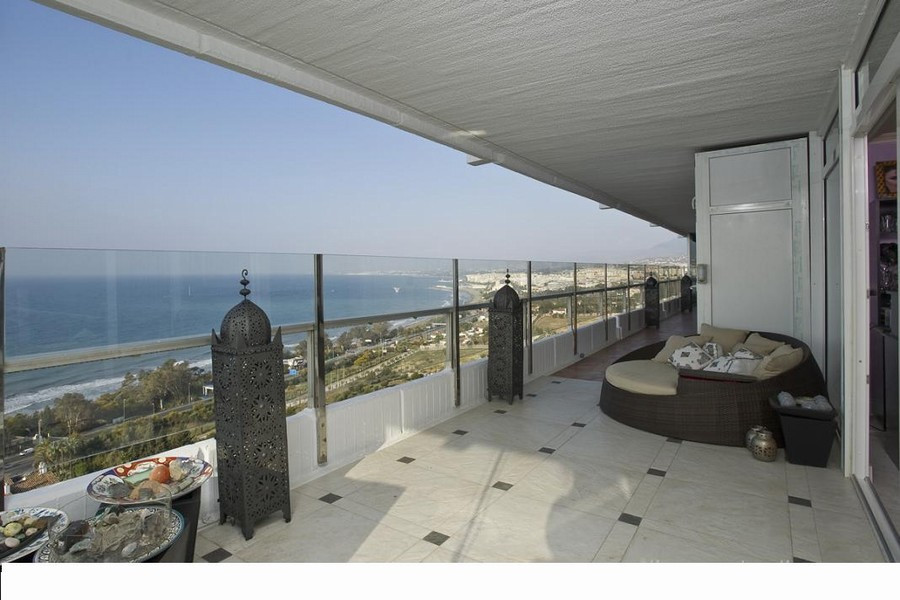 Fantastic 3 bedroom apartment located in the prestigious area of Torre Real, only minutes to Marbell, Spain