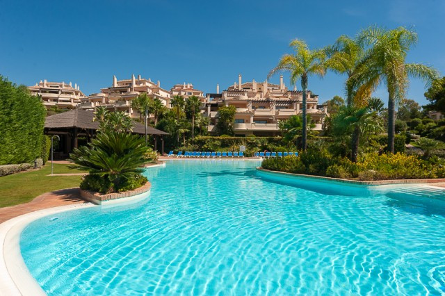 Originally listed for 1.100.000 €, and recently reduced to 950.000 €, stunning duplex penthouse situ,Spain