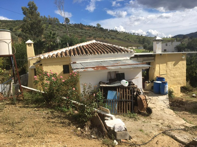 Fabulous finca located in the countryside in the Tolox area. The property enjoys a large plot of lan,Spain