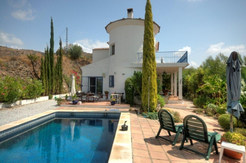 Originally listed for 325,000€ and recently reduced to 270,000€.  Fantastic out of the way country r,Spain