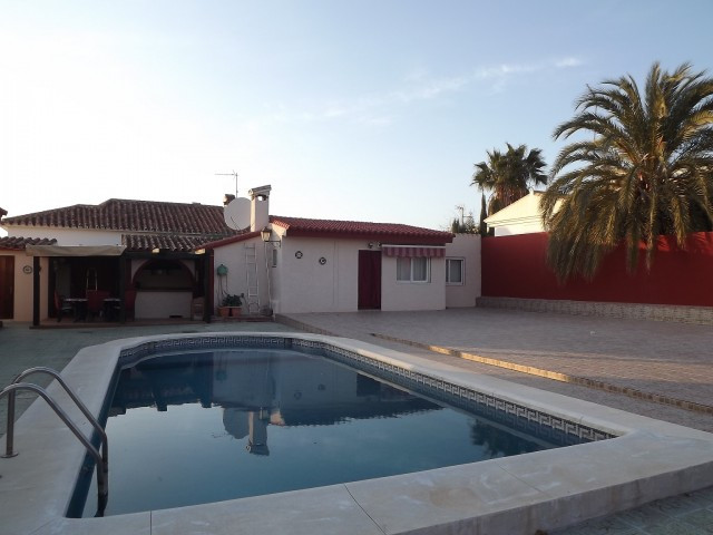 Originally listed for 650,000€ and recently reduced to 500,000€. Great villa located in the village ,Spain