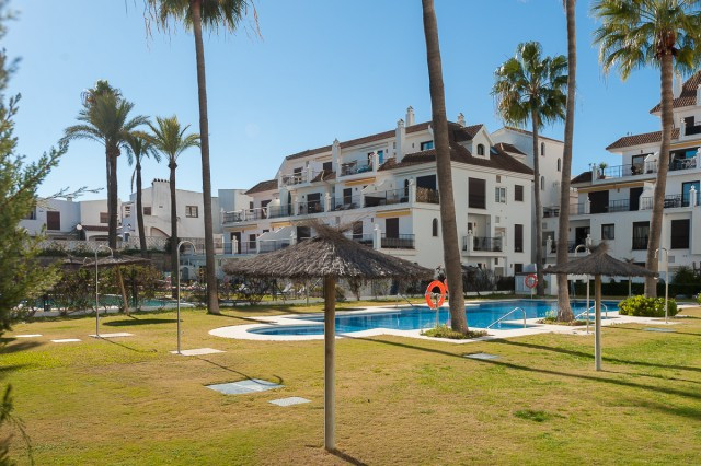 Fantastic 3 bedroom apartment located fron line in Puerto de la Duquesa in Manilva. The property is , Spain