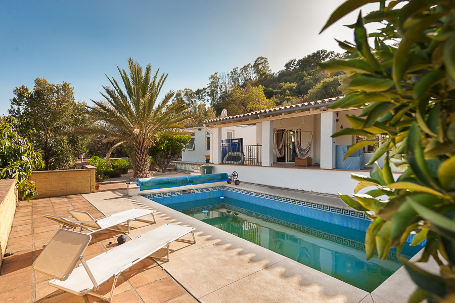 Originally listed for 410,000€ and recently reduced to 389,000€.  Beautifully nestled up in the hill, Spain
