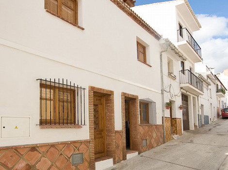 Townhouse for sale in Alozaina R125851