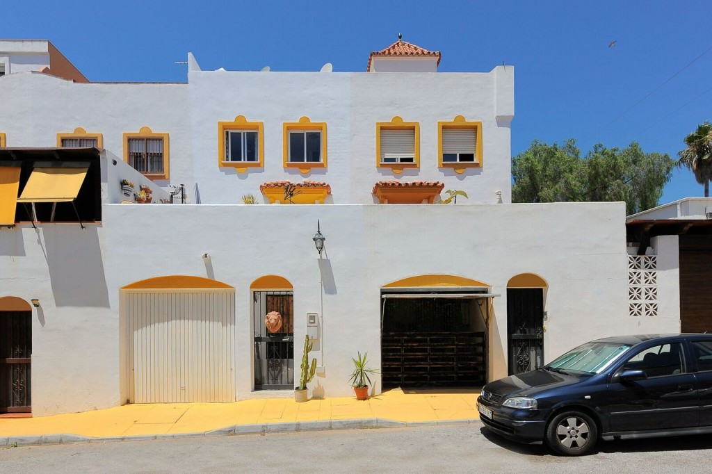 Townhouse in Marbella R3216379