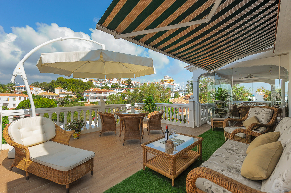 This is an impressive family home located in the well known area of La Cala de Mijas, close to its a,Spain