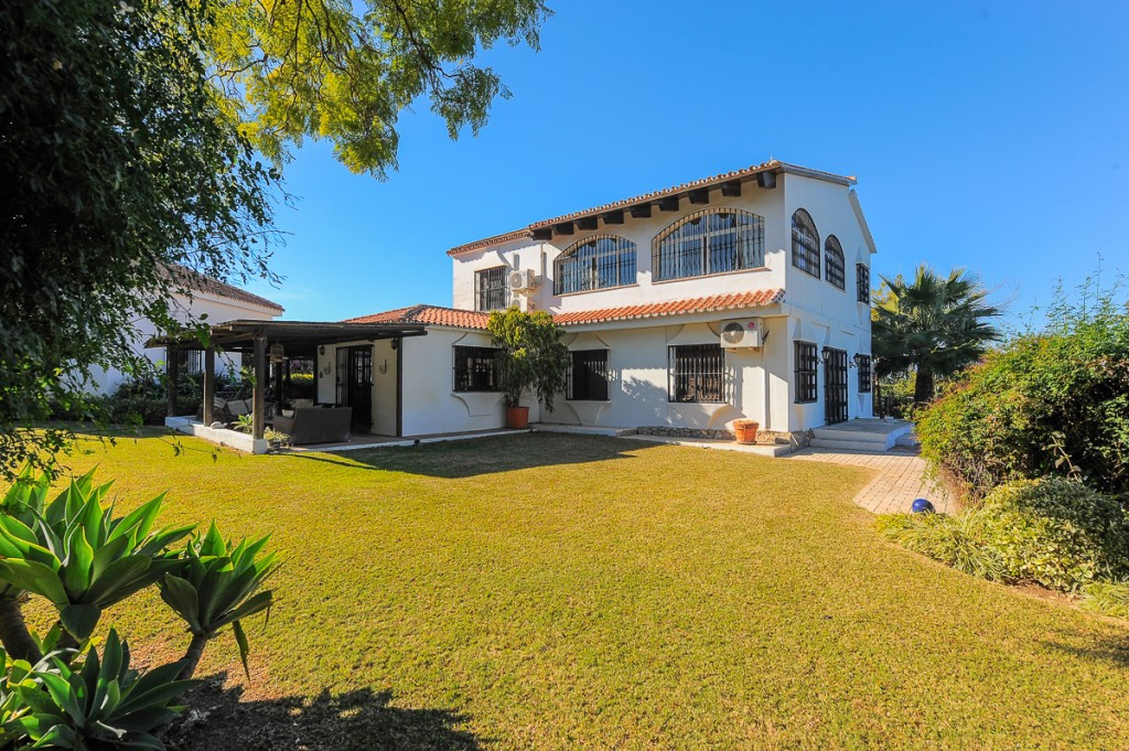 Originally listed at 1,500,000 € now reduced to 1,300,000 €  Stunning 4 bedroomed villa, in typical , Spain