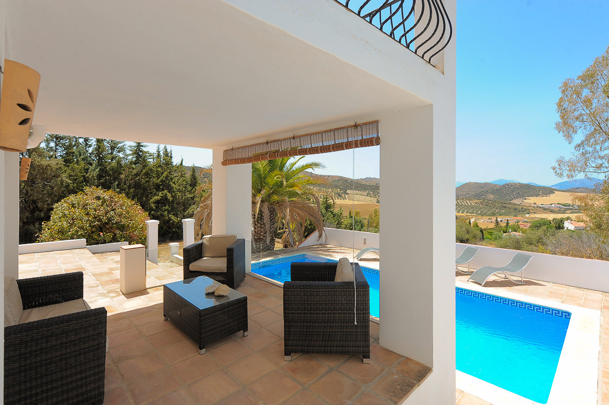 Fabulous finca that we find near the town of Almogia in Malaga. The property is located in the count, Spain
