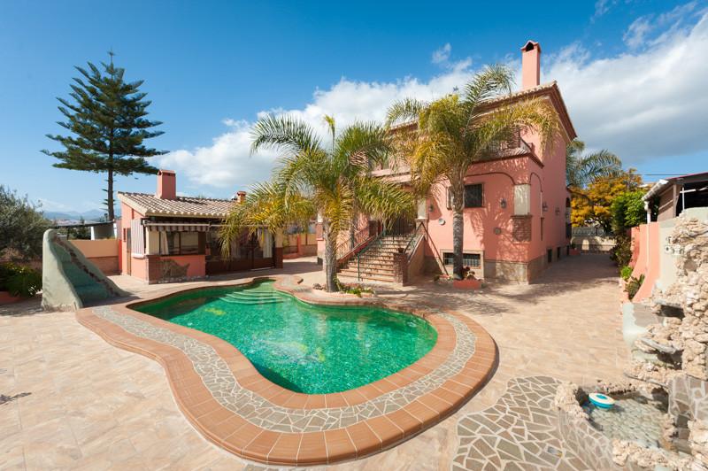 Villa Til salg i Coín R2150519