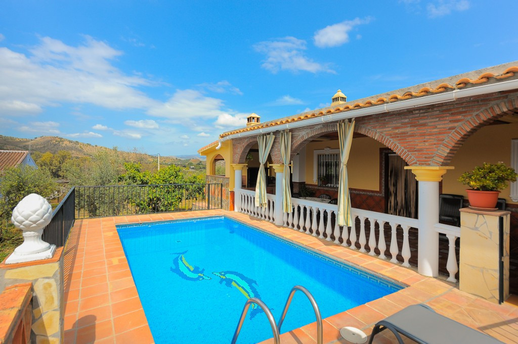 Excellent farm that we found in Coin. Located in a very quiet and private area, in a dead end street,Spain