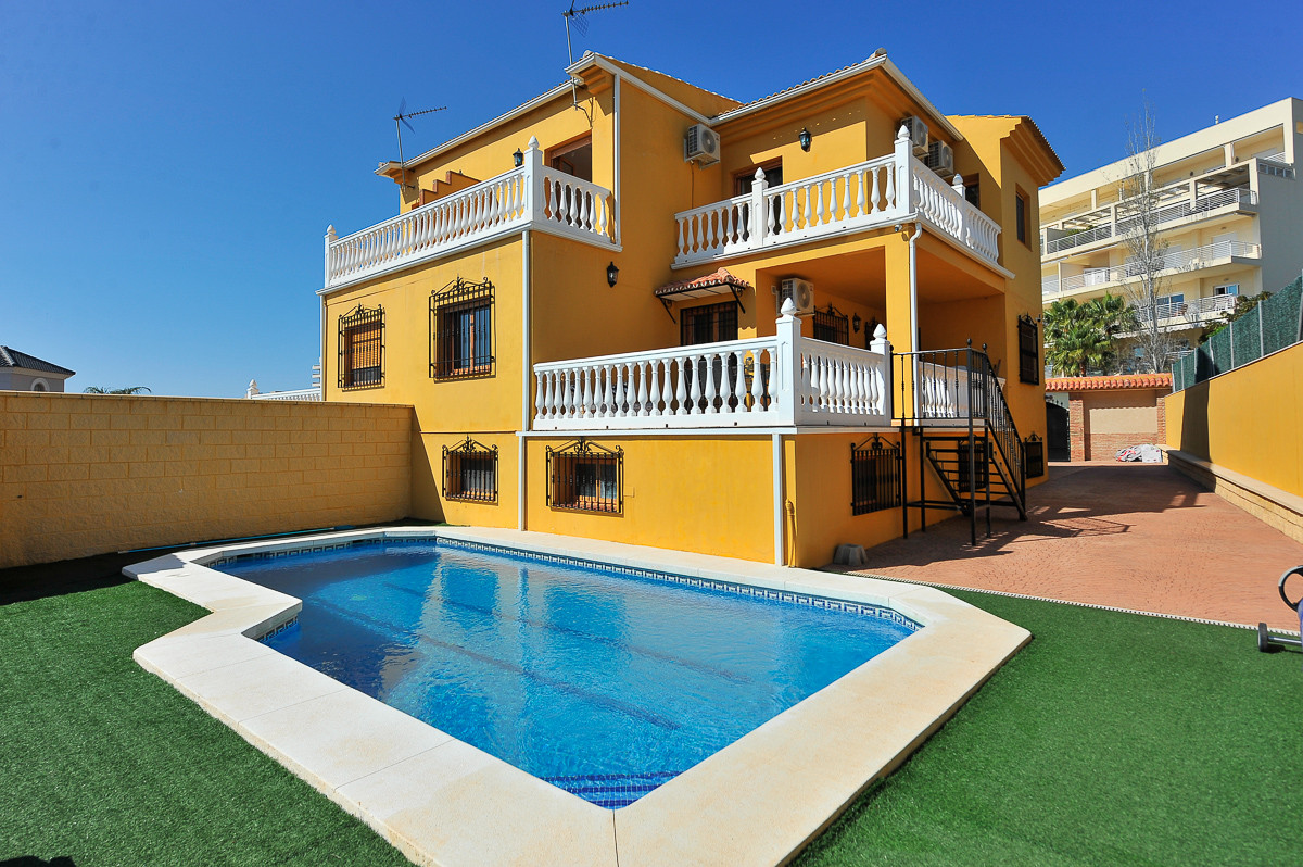 Fabulous semi-detached villa found in Benalmadena Costa. The property is very spacious, large living, Spain