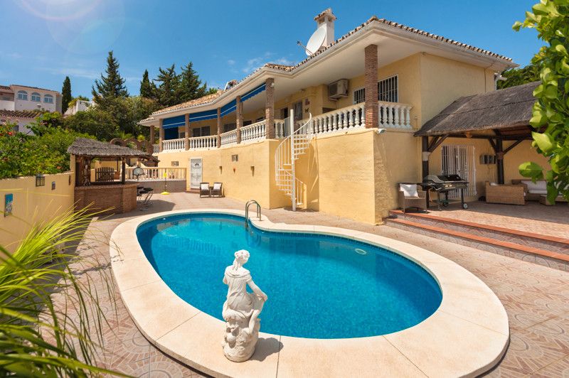 Villa 4 Dormitorios en Venta Cerros del Aguila