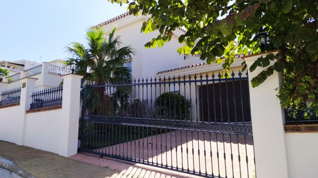 House in Alhaurin Golf R3525259 1