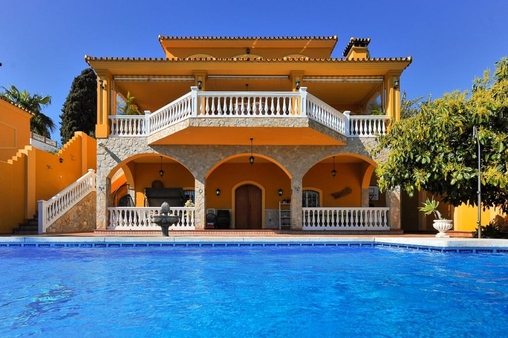 Detached Villa in Mijas Costa R3087802