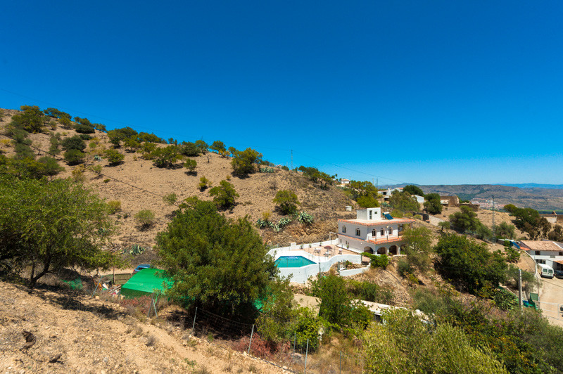 Originally listed for 497,000€ and recently reduced to 250.000€.  5 bedroom 5 Bathroom house.  This ,Spain