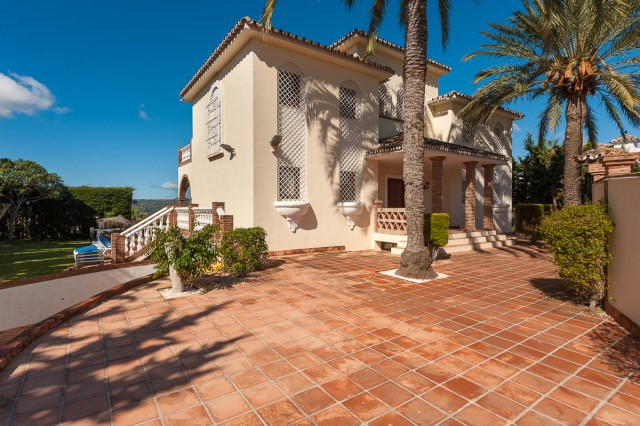 Originally listed for 859.000 €, and recently reduced to 549.000 €, lovely independent villa located, Spain