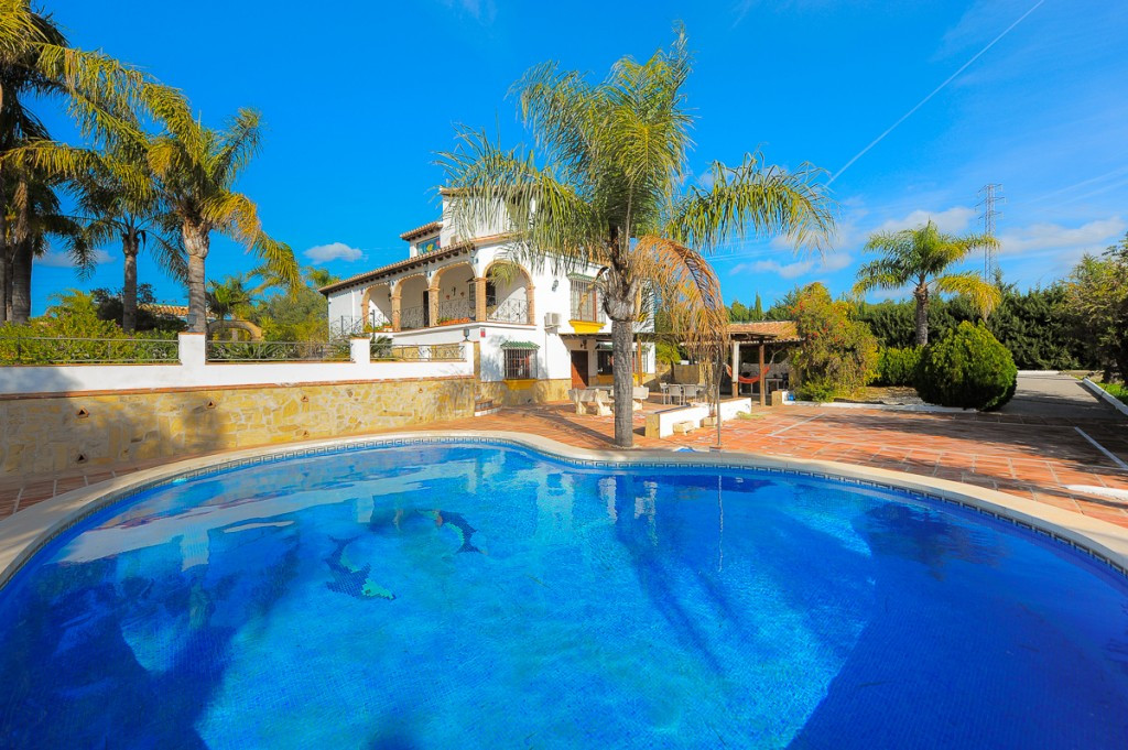 Impressive finca in Alhaurin el Grande. Located in a very quiet and private area in the countryside , Spain