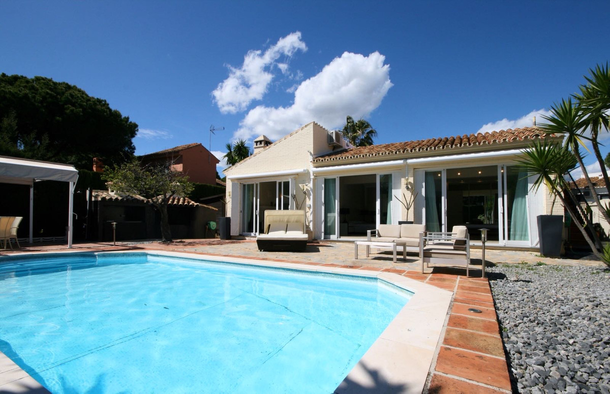 Beautiful one level villa, in a quiet and residential area of Calahonda, close to all the amenities,, Spain