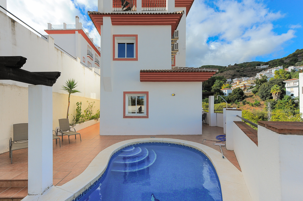 Originally listed at €250,000 and recently reduced to €164,950 , this fantastic positioned property,,Spain