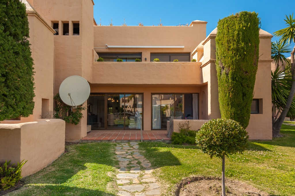 Fantastic ground floor apartment located in a private and gated urbanization in the area of Benahavi,Spain