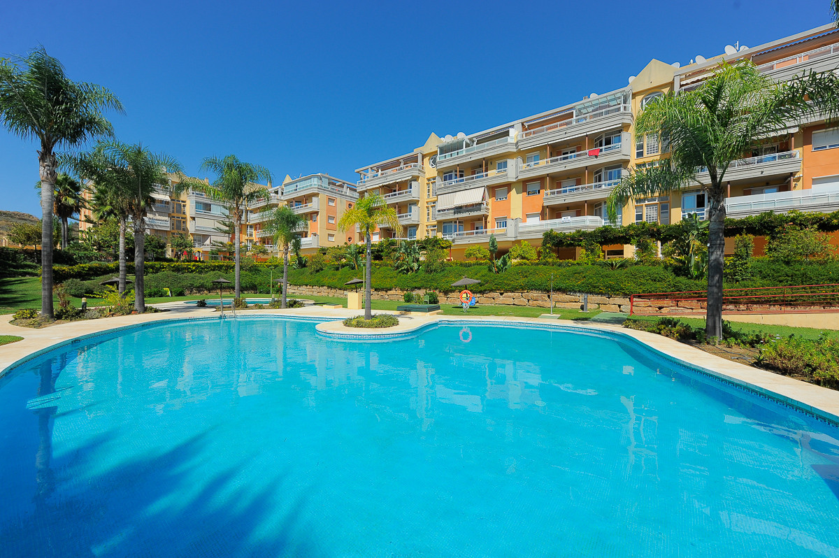 This is a very nice apartment inside a gated and well kept complex in the well know area of La Cala , Spain
