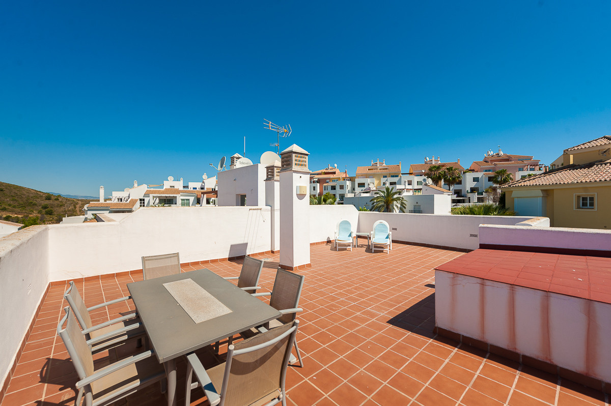 This is a beautiful penthouse located in Alhaurin Golf inside a well maintained community, just 15 m, Spain
