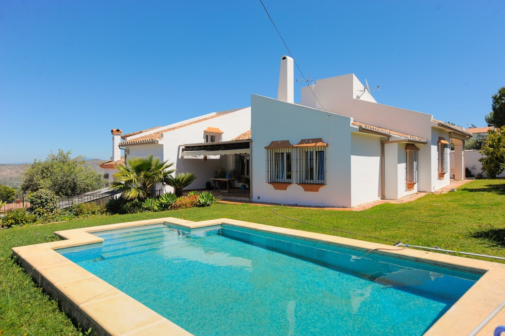 Excellent 4 bedroom villa that we find in one of the most sought after urbanizations in Alhaurin el ,Spain