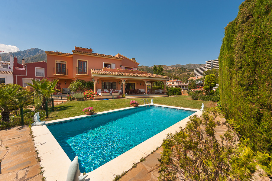 Detached Villa for sale in Marbella R2439101