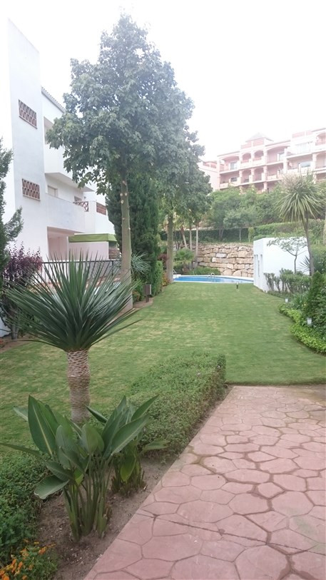 Beautiful apartment for sale. In a gated community with gardens and swimming pool, less than a 5 min,Spain