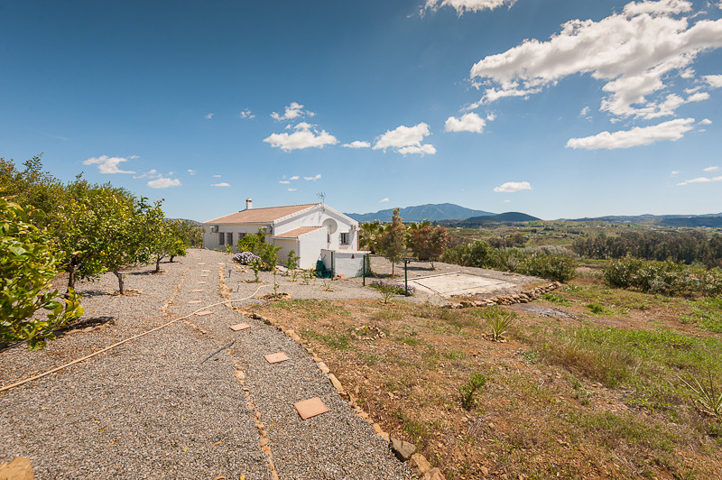 Originally listed for 295.000 €, and recently reduced to 249.500.000 €, ideal for country lovers and,Spain