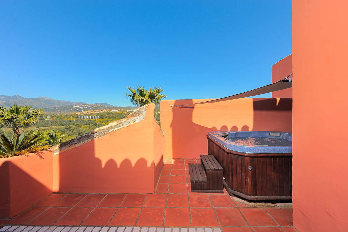 Originally listed at 449,500 € now reduced to 399,500 € This beautiful duplex penthouse is located i,Spain