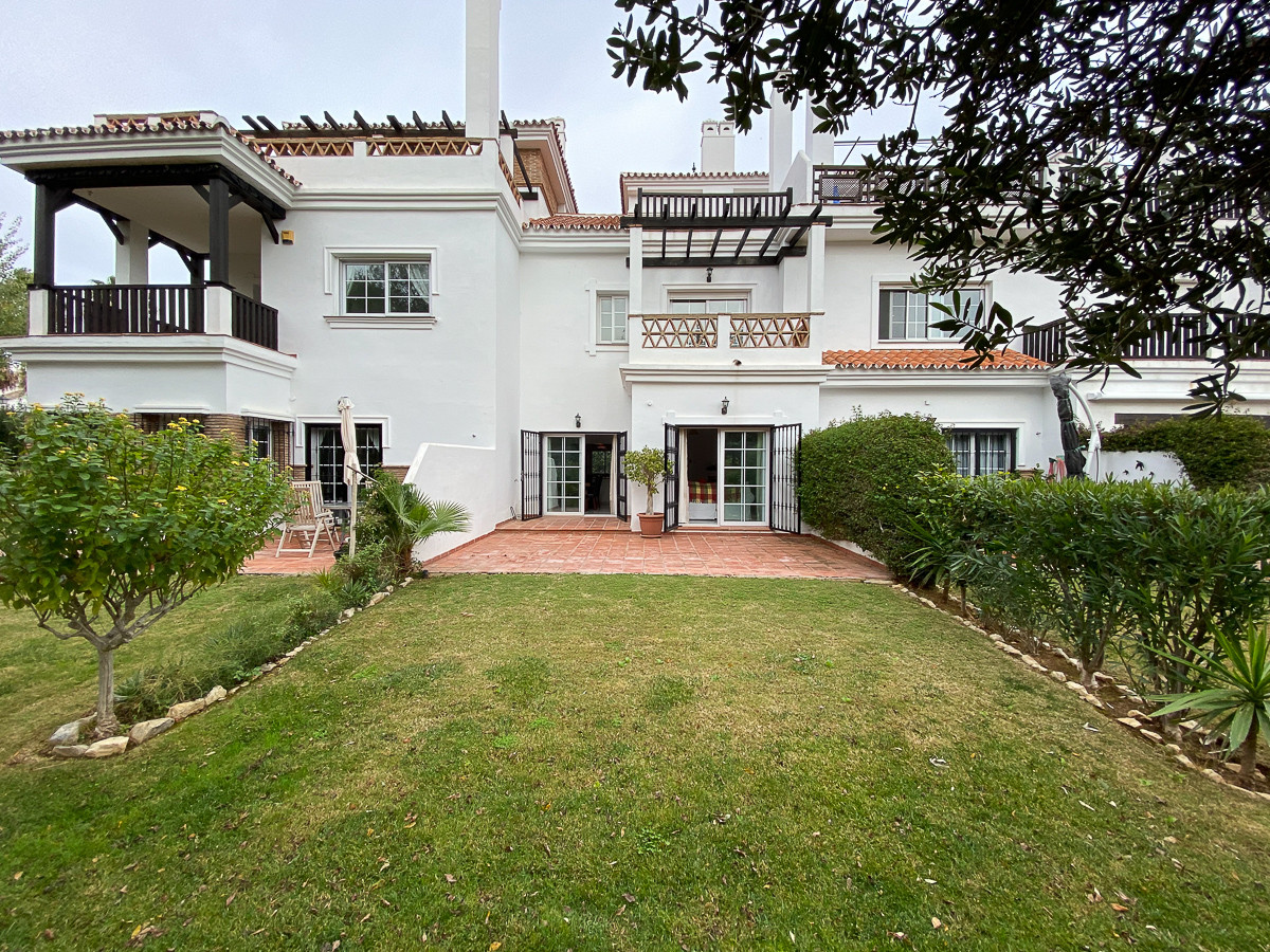 Property located in the much sought after urbanization of Lauro golf, awarded in 2004 for its design, Spain