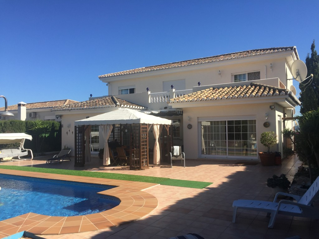 Excellent villa with 4 bedrooms that we find in one of the most popular urbanizations of Coin. The p, Spain