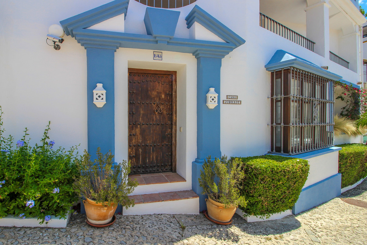 A spacious 2 bedroom located centrally in an elevated position within the award winning urbanisation,Spain